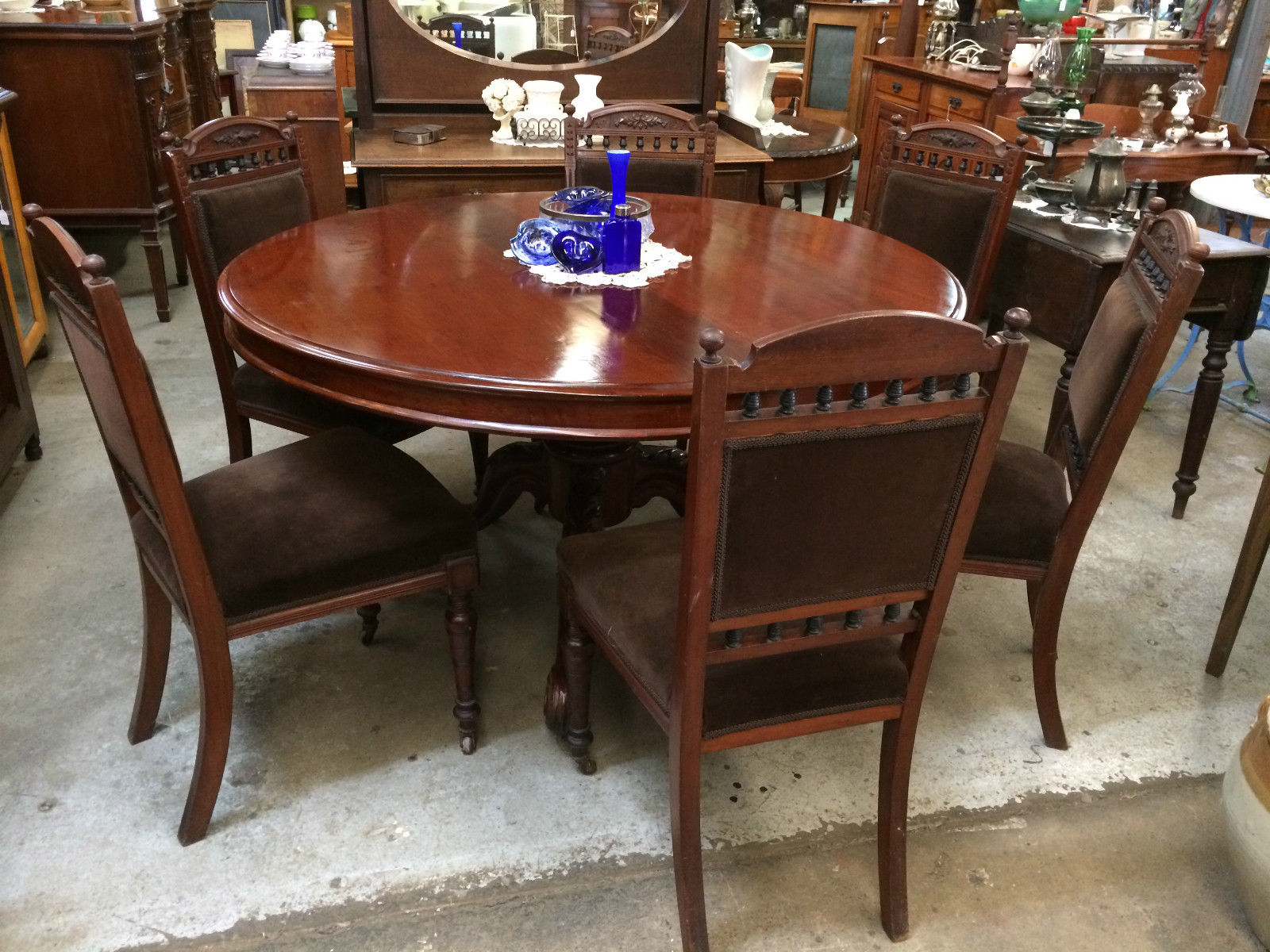Antique Victorian Cedar Circular Tilt Morning Dining Table