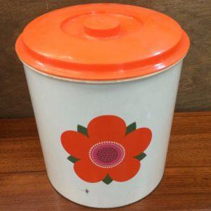 Kitchenalia: Retro & Vintage Kitchen Supplies